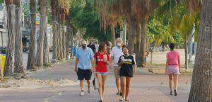 turisti passeggiano pattaya thailandia