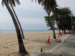 spiaggia deserta covid-19