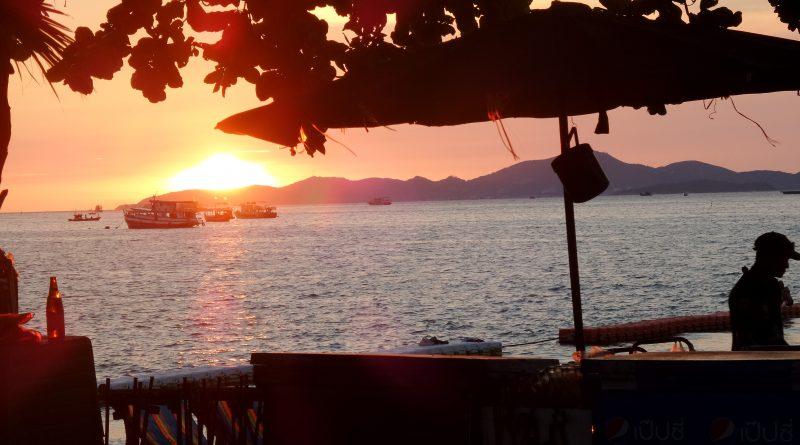 tramonto spiaggia pattaya